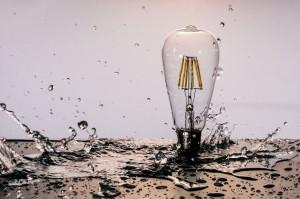 Glühbirnen Wassershooting